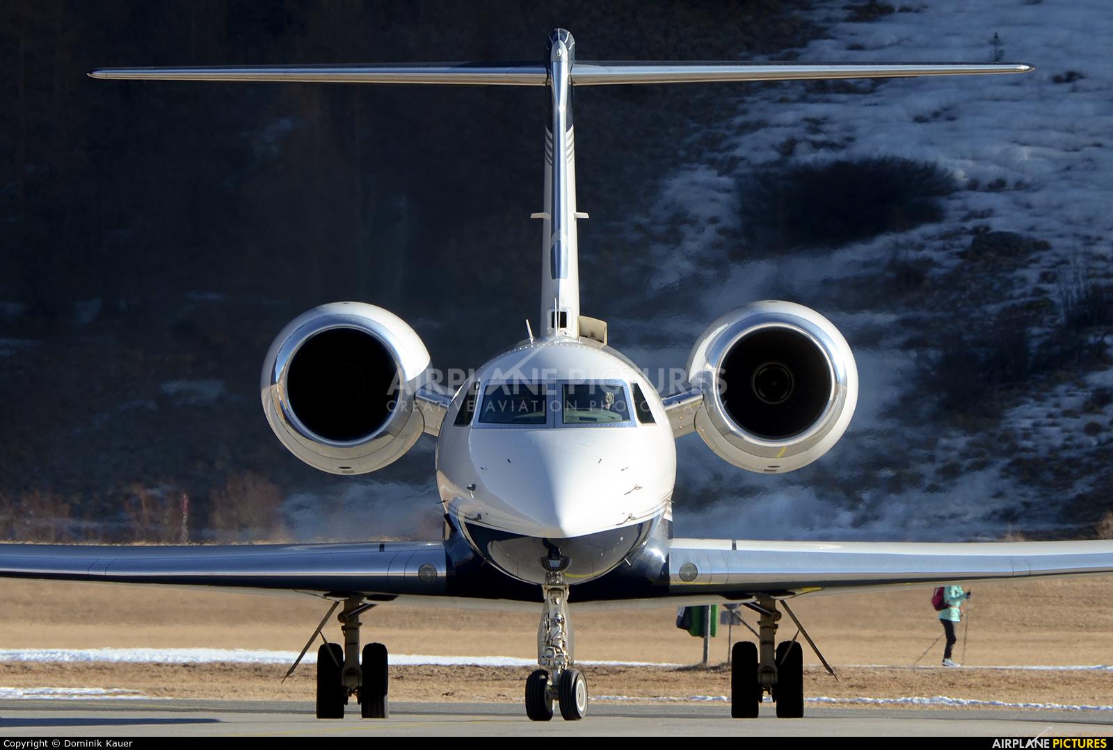 Private N5GV aircraft at Samedan - Engadin