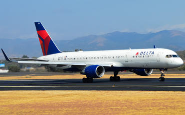 N6704Z - Delta Air Lines Boeing 757-200