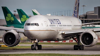 N78009 - United Airlines Boeing 777-200ER
