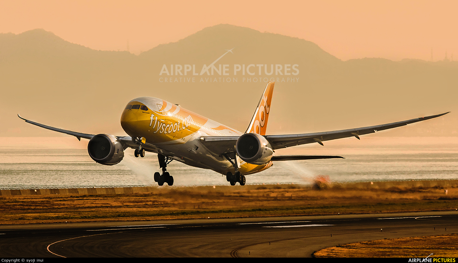 Scoot 9V-OFD aircraft at Kansai Intl