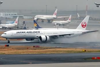 JA731J - JAL - Japan Airlines Boeing 777-300ER