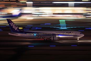 JA8322 - ANA - All Nippon Airways Boeing 767-300