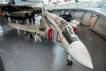 155529 - USA - Navy McDonnell Douglas F-4J Phantom II