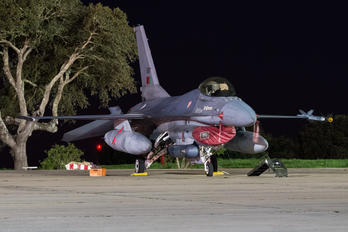 15117 - Portugal - Air Force General Dynamics F-16A Fighting Falcon