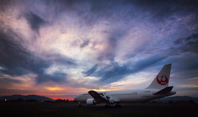 JA8399 - JAL - Japan Airlines Boeing 767-300