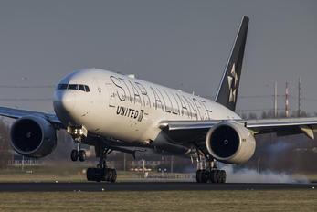 N77022 - United Airlines Boeing 777-200ER