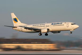 UR-VVJ - Aerosvit - Ukrainian Airlines Boeing 737-400