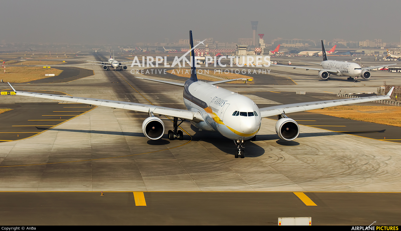Jet Airways VT-JWU aircraft at Mumbai - Chhatrapati Shivaji Intl