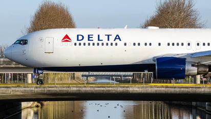 N187DN - Delta Air Lines Boeing 767-300ER