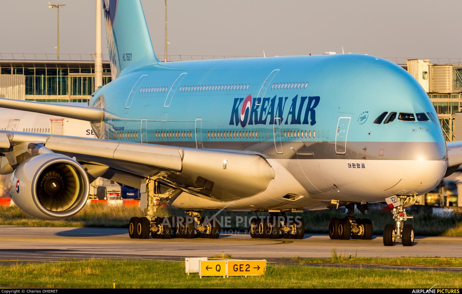 Korean Air HL7621 aircraft at Paris - Charles de Gaulle