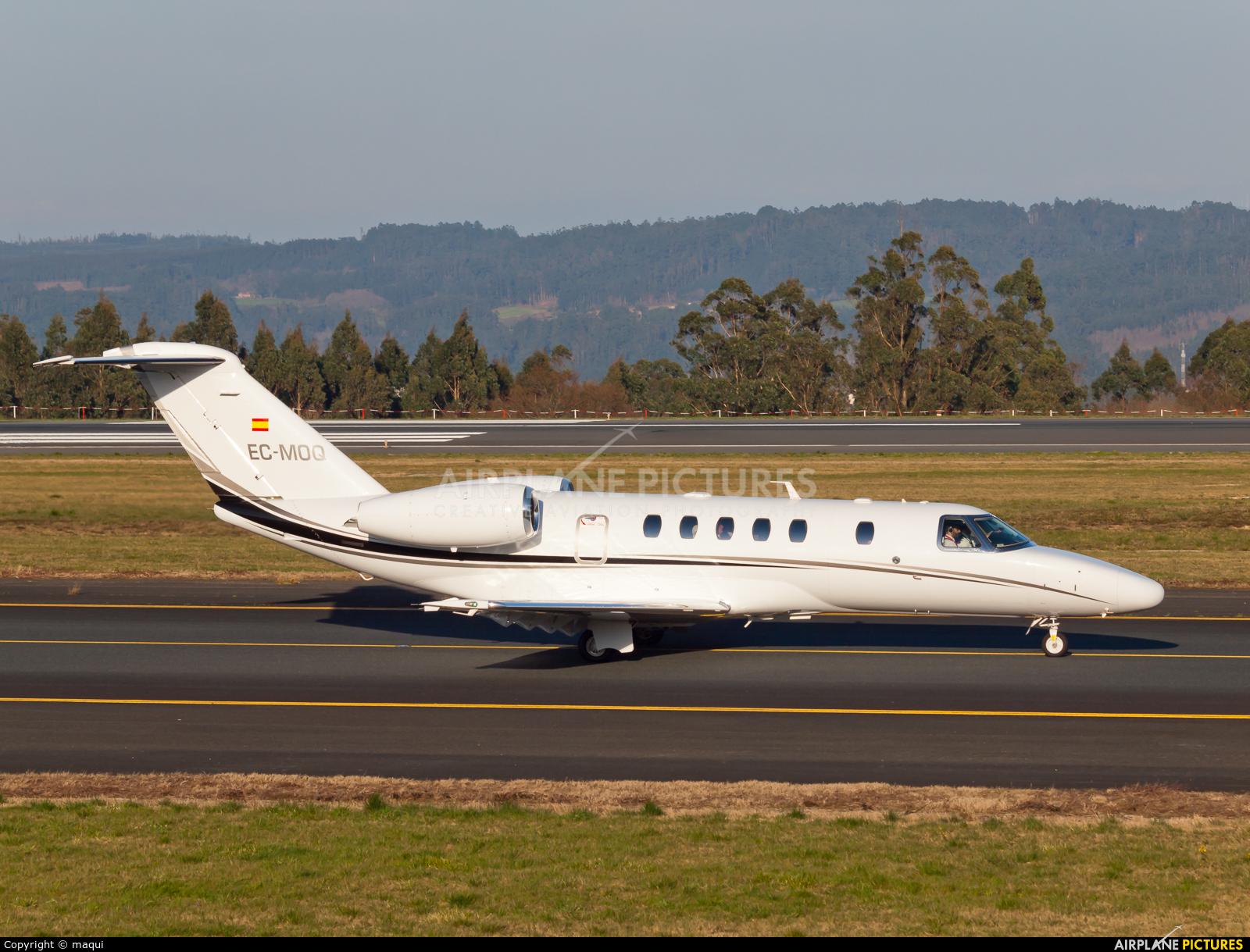 Private EC-MOQ aircraft at Santiago de Compostela