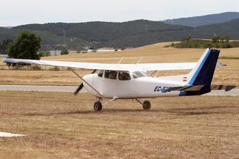 EC-KHL - Private Cessna 172 Skyhawk (all models except RG)