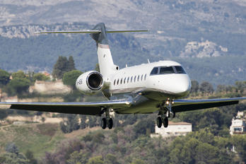 M-ASIK - Private Gulfstream Aerospace G280