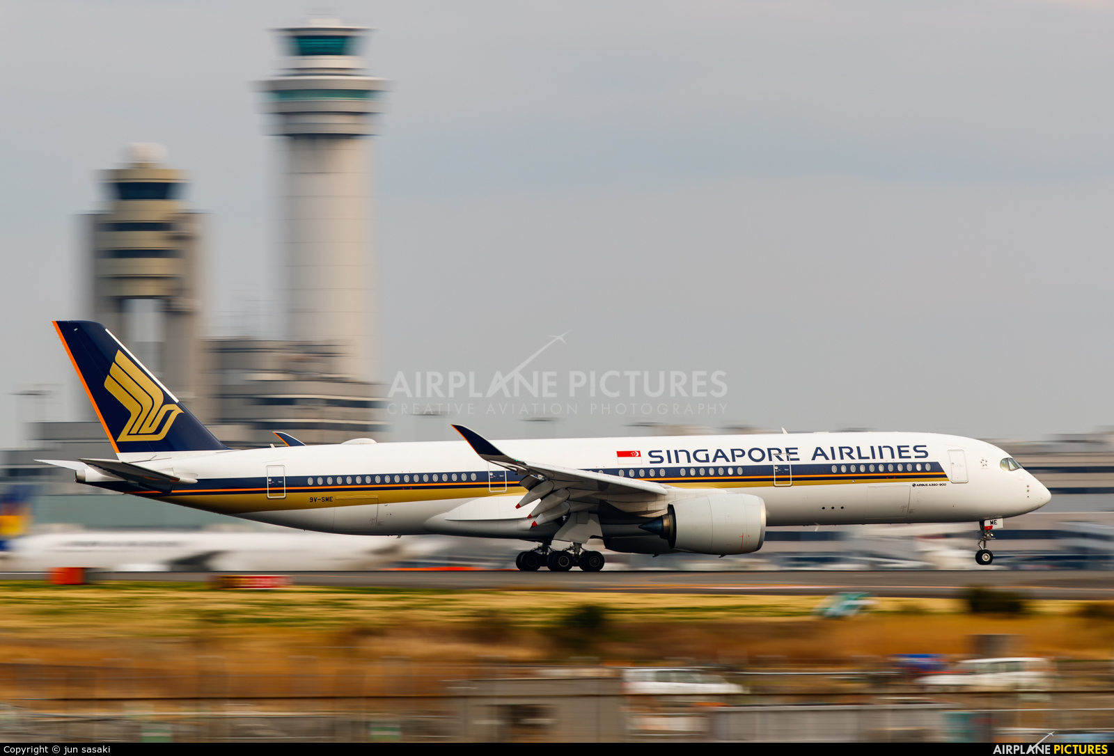 Singapore Airlines 9V-SME aircraft at Tokyo - Haneda Intl