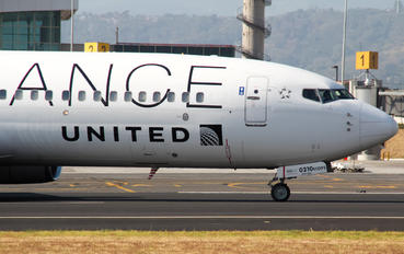 N26210 - United Airlines Boeing 737-800