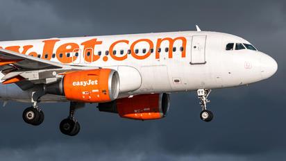 G-EZFY - easyJet Airbus A319