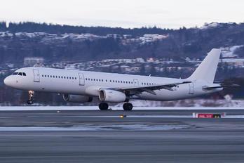 YL-LCQ - SmartLynx Airbus A321
