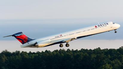 N905DE - Delta Air Lines McDonnell Douglas MD-88