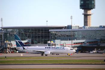C-GWUX - WestJet Airlines Boeing 737-800