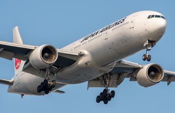 JA8945 - JAL - Japan Airlines Boeing 777-300