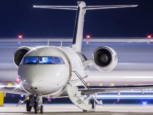 - - Private Bombardier CL-600-2B16 Challenger 604
