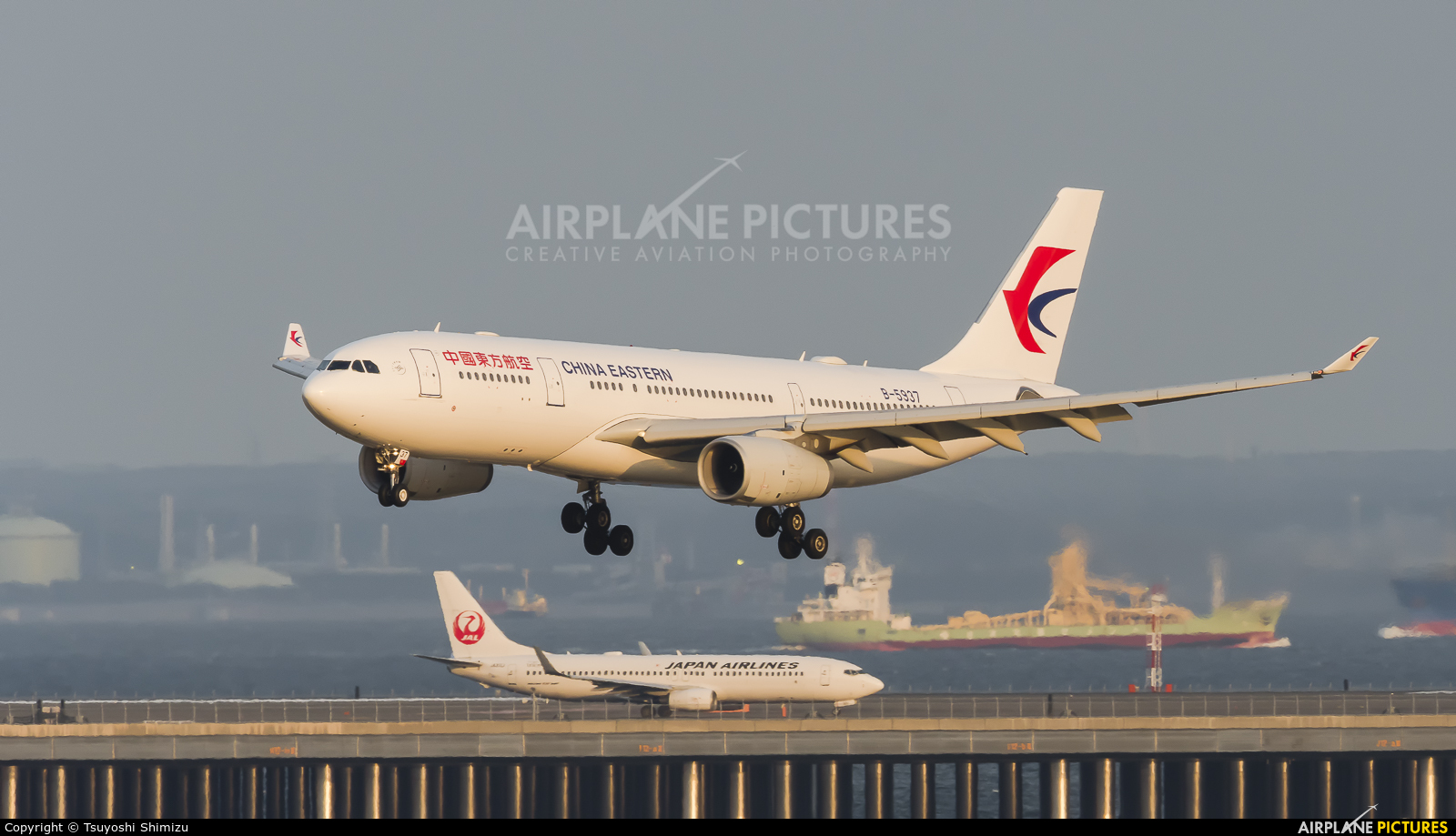 China Eastern Airlines B-5937 aircraft at Tokyo - Haneda Intl