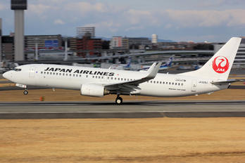 JA329J - JAL - Japan Airlines Boeing 737-800