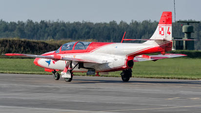 4 - Poland - Air Force: White & Red Iskras PZL TS-11 Iskra