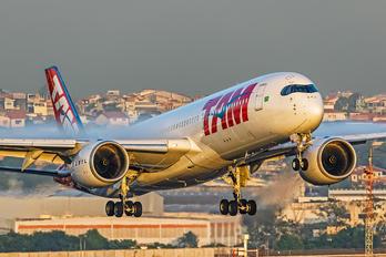 PR-XTC - TAM Airbus A350-900