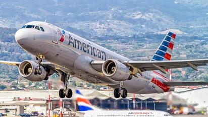 N114UW - American Airlines Airbus A320