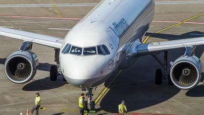 D-AIUQ - Lufthansa Airbus A320