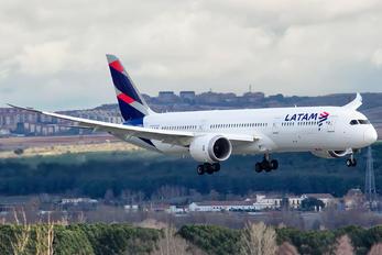 CC-BGE - LAN Airlines Boeing 787-9 Dreamliner