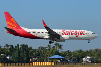 VT-SGH - SpiceJet Boeing 737-800