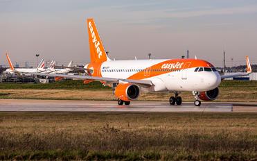 G-EZPY - easyJet Airbus A320