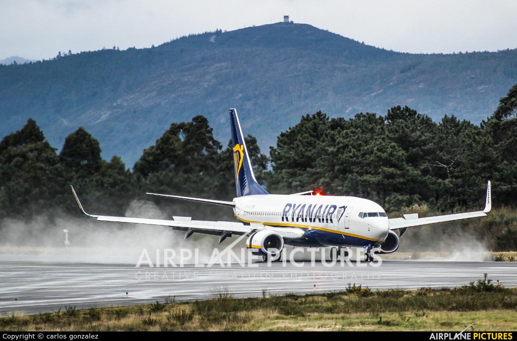 Ryanair EI-FOC aircraft at Vigo