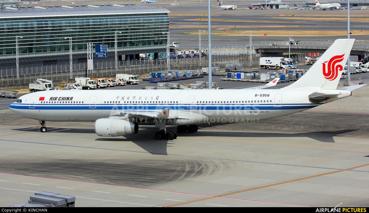 Air China B-5958 aircraft at Tokyo - Haneda Intl