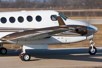 T7-AIM - Private Beechcraft 300 King Air 350