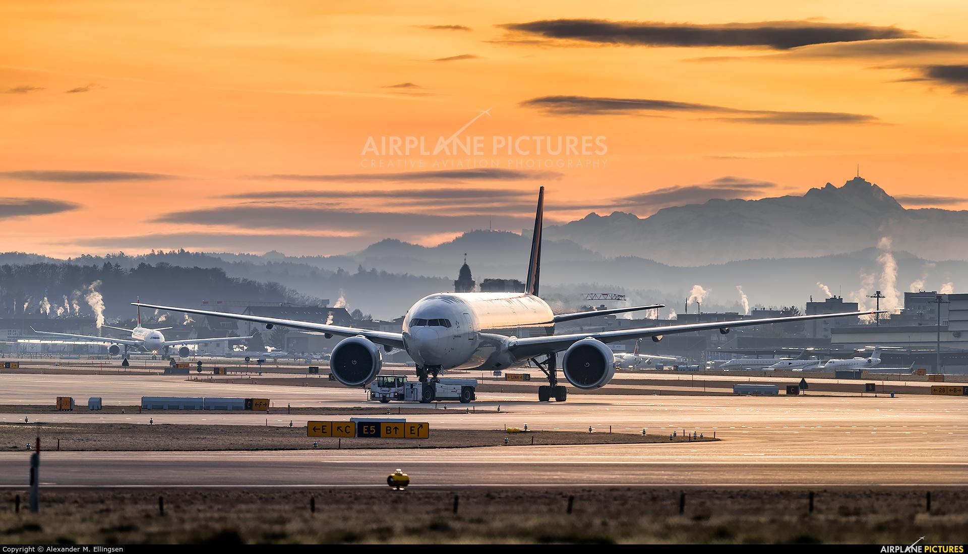 Thai Airways HS-TKY aircraft at Zurich