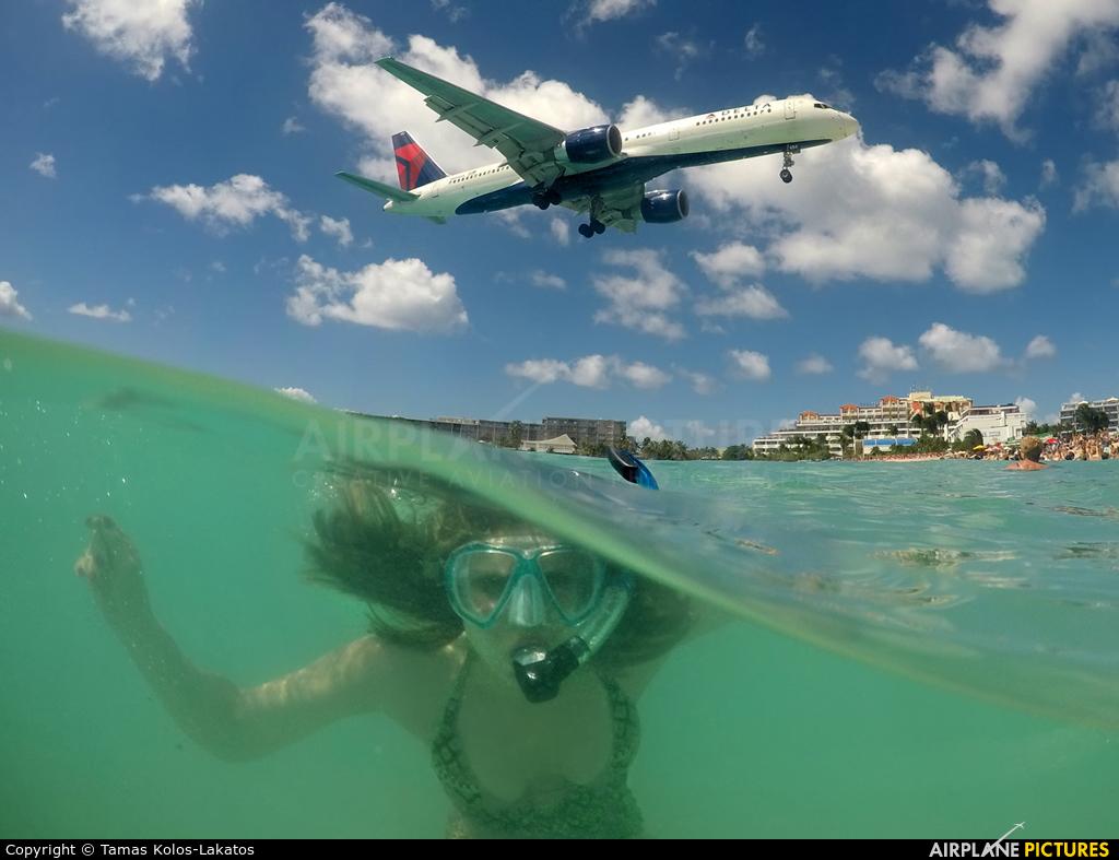 Delta Air Lines N684DA aircraft at Sint Maarten - Princess Juliana Intl