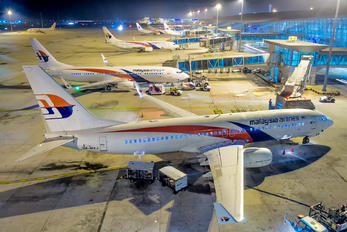 9M-MXJ - Malaysia Airlines - Airport Overview - Apron