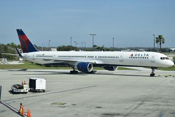 N593NW - Delta Air Lines Boeing 757-300