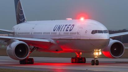 N227UA - United Airlines Boeing 777-200ER