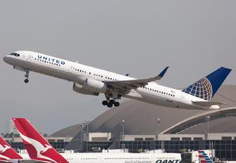 N41140 - United Airlines Boeing 757-200