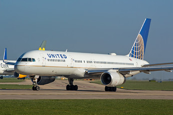 N19117 - United Airlines Boeing 757-200