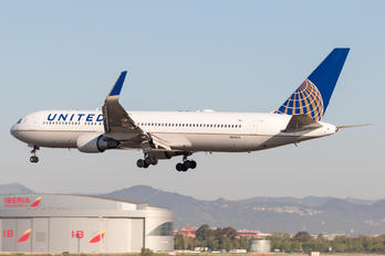 N661UA - United Airlines Boeing 767-300ER