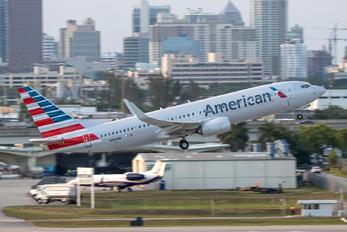 N986NN - American Airlines Boeing 737-800
