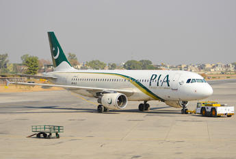 AP-BLS - PIA - Pakistan International Airlines Airbus A320