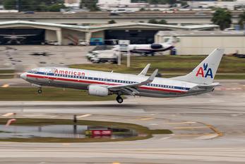 N913AN - American Airlines Boeing 737-800