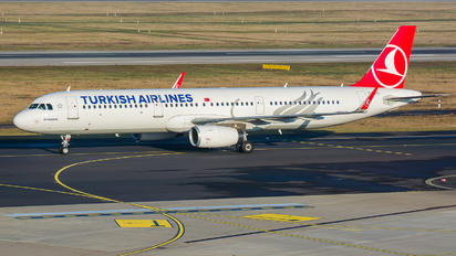 TC-JTI - Turkish Airlines Airbus A321