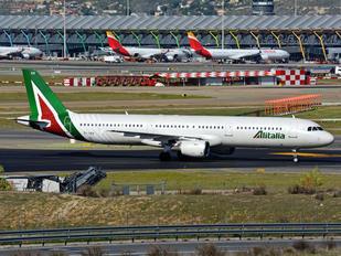 EI-IXH - Alitalia Airbus A321